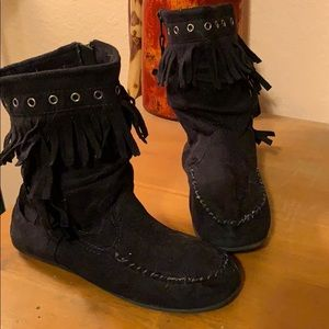 MUDD Fringed Moccasin Suede Boots